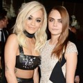 Rita Ora dan Cara Delevingne di British Fashion Awards 2014