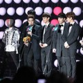 EXO Raih Piala Artist of the Year