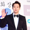 Yoochun JYJ di Red Carpet Blue Dragon Awards 2014