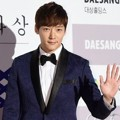 Choi Jin Hyuk di Red Carpet Blue Dragon Awards 2014