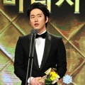 Jang Hyuk Raih Piala Top Actor/Actress in a Mini-Series