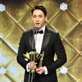 Choi Tae Joon Raih Piala Best New Actor/Actress