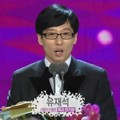 Yoo Jae Seok Raih Piala Viewer's Choice Most Popular Star Award
