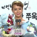 Kim Won Hee Raih Piala Best MC Award