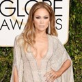 Jennifer Lopez di Red Carpet Golden Globe Awards 2015