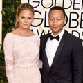 Chrissy Teigen dan John Legend di Red Carpet Golden Globe Awards 2015