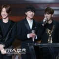 Winner Raih Piala New Artist Award