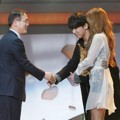 Soyu Sistar dan JungGiGo Raih Piala Trend of the Year