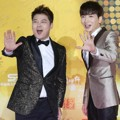 Jun Hyun Moo dan Leeteuk Super Junior di Red Carpet Golden Disk Awards 2015