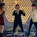 Aksi Jun Hyun Moo, Soyu dan Leeteuk di Seoul Music Awards 2015