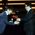 Lim Chang Jung Raih Piala Performance Award