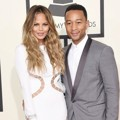 Chrissy Teigen dan John Legend di Red Carpet Grammy Awards 2015