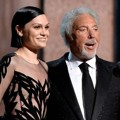 Jessie J dan Tom Jones Saat Nyanyikan Lagu Klasik 'You've Lost That Lovin' Feelin'
