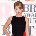 Taylor Swift di Red Carpet BRIT Awards 2015