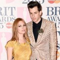 Josephine de La Baume dan Mark Ronson di Red Carpet BRIT Awards 2015