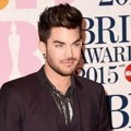 Adam Lambert di Red Carpet BRIT Awards 2015