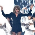 Taylor Swift Tampil Nyanyikan Lagu 'Blank Space'