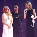 Ellie Goulding dan Lewis Hamilton Serahkan Piala International Female Solo Artist Pada Taylor Swift