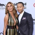 Chrissy Teigen dan John Legend di Red Carpet Billboard Music Awards 2015