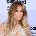 Jennifer Lopez di Red Carpet Billboard Music Awards 2015
