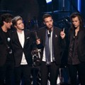 One Direction Raih Piala Top Duo/Group