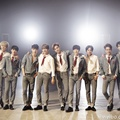 EXO Tampil Berseragam di Album Repackage 'Love Me Right'