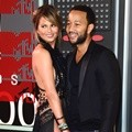 Chrissy Teigen dan John Legend di MTV Video Music Awards 2015