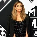 Ashley Benson Serba Hitam di MTV EMAs 2015