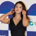 Lee Si Young di Red Carpet Blue Dragon Awards 2015
