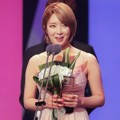 Choa AOA Raih Piala New Star of the Year