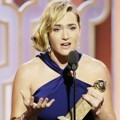 Kate Winslet Raih Piala Best Supporting Actress in a Motion Picture
