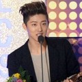 B.I iKON Wakili Big Bang Terima Piala Best Digital Song