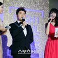 Honey Lee, Jun Hyun Moo dan Hani EXID Jadi Host Seoul Music Awards 2016