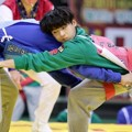 Minhyuk BTOB di Pertangingan Gulat 'Idol Star Athletics Championships 2016'