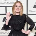 Adele di Red Carpet Grammy Awards 2016