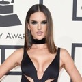 Alessandra Ambrosio di Red Carpet Grammy Awards 2016