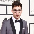 Jack Antonoff Fun. di Red Carpet Grammy Awards 2016