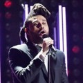 The Weeknd Saat Tampil Nyanyikan Lagu 'Can't Feel My Face'