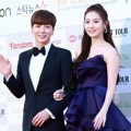 Leeteuk Super Junior dan Yura Girl's Day di Red Carpet Gaon Chart K-Pop Awards 2016