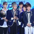 Seventeen Raih Piala World Rookie of the Year Male