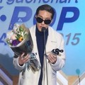 Zion. T Raih Piala Discovery of the Year R&B Award
