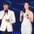 Leeteuk Super Junior dan Yura Girl's Day Menutup Acara Gaon Chart K-Pop Awards 2016