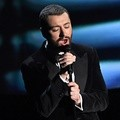 Sam Smith Bawakan Lagu 'Writing on the Wall'