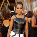 Kerry Washington dengan Gaun Unik Versace