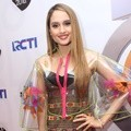 Cinta Laura Hadiri POP Awards 2016