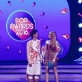 Boy William dan Cinta Laura Bacakan Nominasi Best Friends POP Awards 2016