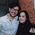 Ferry Salim dan Istri di Premier Film 'Beauty and The Best'