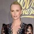 Charlize Theron di Red Carpet MTV Movie Awards 2016