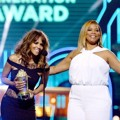 Halle Berry dan Queen Latifah di MTV Movie Awards 2016