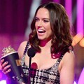 Daisy Ridley Raih Piala Breaktrough Performance